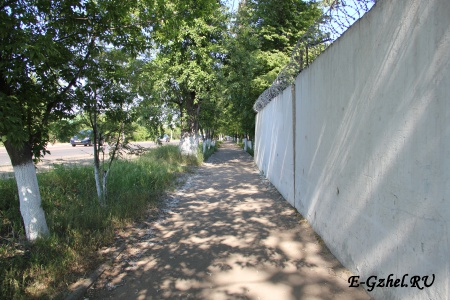 "Тротуар вдоль стенызавода ""Электроизолятор"""